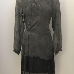 Tailliertes, asymmetrisches Kleid