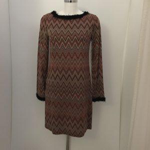Kleid mit Flauschkragen