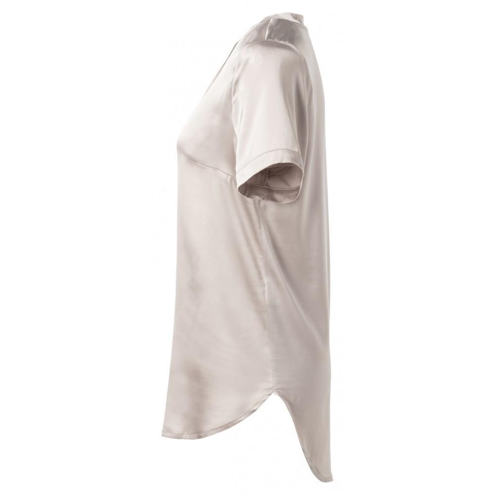 t-shirt-aus-satin-mit-offenen-kanten-am-ausschnitt-3
