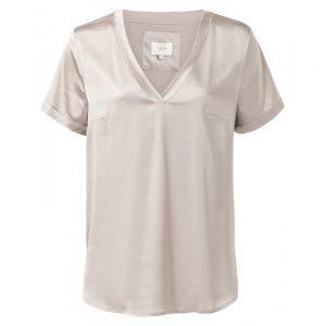 T-Shirt aus Satin mit offenen Kanten am Ausschnitt