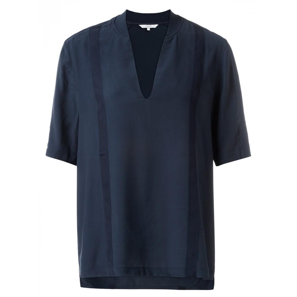 t-shirt-mit-v-ausschnitt