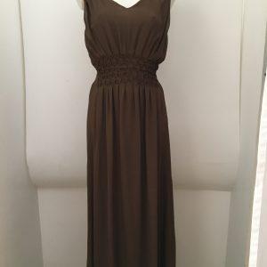 Langes, tailliertes Kleid